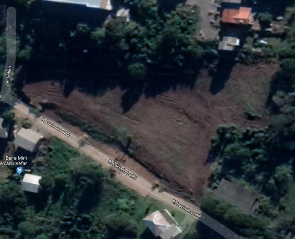 Vendo terreno de 2.942 m2 no Bairro Primeiro de Maio