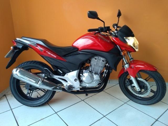 Honda CB 300 R 2011 Vermelha
