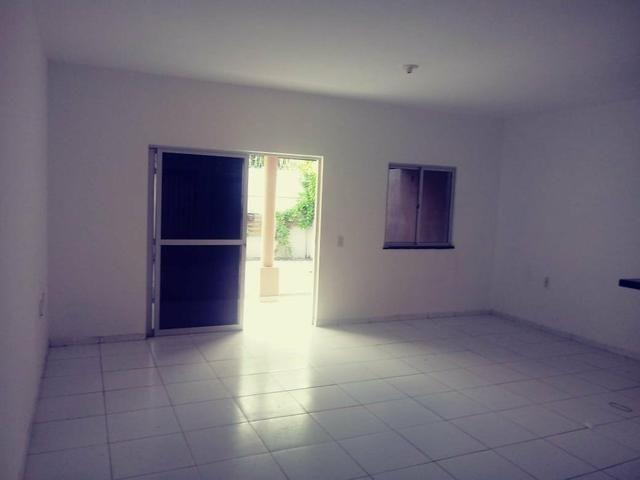 Vendo ou Alugo casa com 3 quartos, a 2 km do Centro do Aquiraz (Repasse)