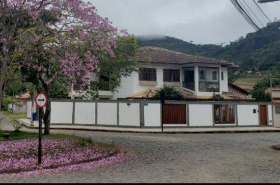 Casa em Santa Teresa Jardim da Montanha , esquina de rotatória