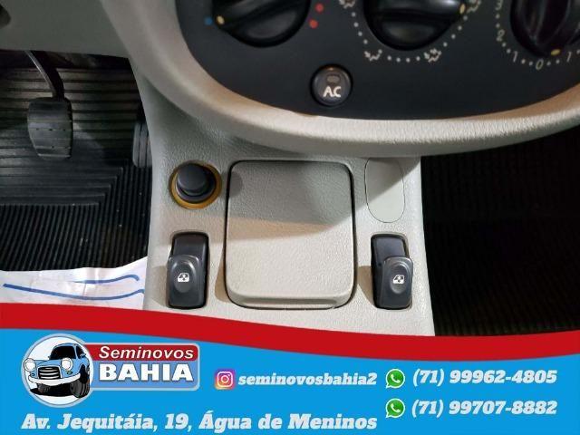 Renault Clio Sedan Authentique 1.0 Manual Gasolina 2004 - Foto 10