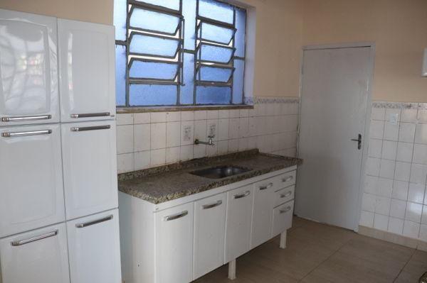 Casa com 3 quartos - Bairro Setor Aeroporto em Goiânia - Foto 10