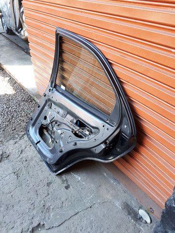Porta traseira direita fiat brava 99 (SO A LATA) - Foto 5