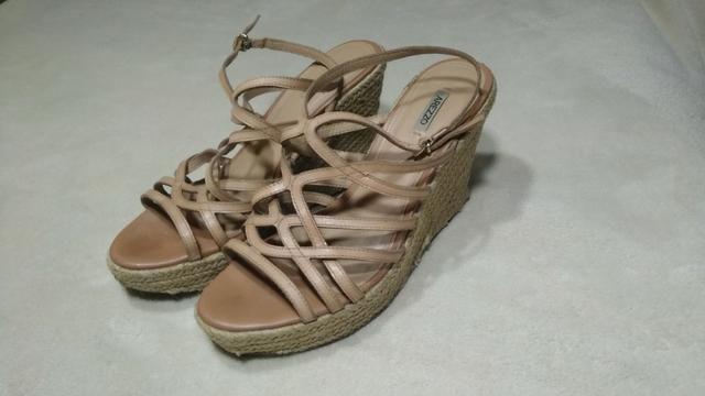 f0666e8f49 Sandália Feminina Arezzo Anabela tamanho 39 - Roupas e calçados ...