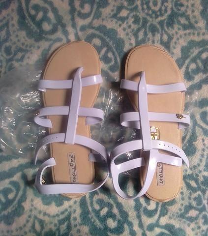 85bc71a168 V T sandálias novas - Roupas e calçados - São José Operário