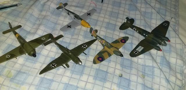 Lote com 5 aviões da segunda guerra mundial