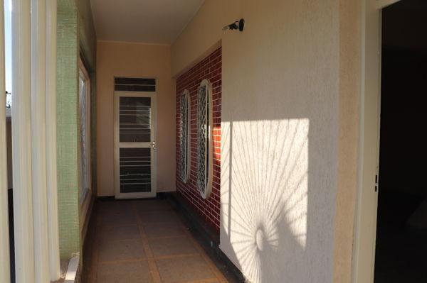 Casa com 3 quartos - Bairro Setor Aeroporto em Goiânia - Foto 4