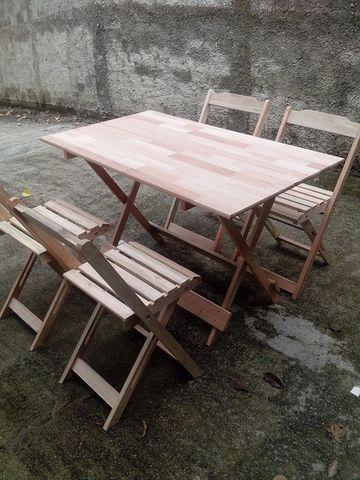 Mesa e cadeiras dobrável - Tampo em madeira maciça - Foto 3