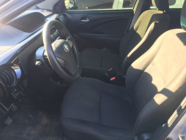 Toyota Etios 1.3 2014 - Foto 2