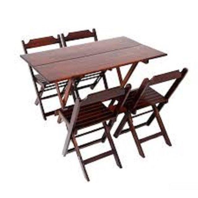 Mesa e cadeiras dobrável - Tampo em madeira maciça - Foto 6