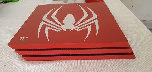 Pacote Sony Edição Limitada Marvels Spider-Man PS4 Pro 1 TB, vermelho<br><br> - Foto 2