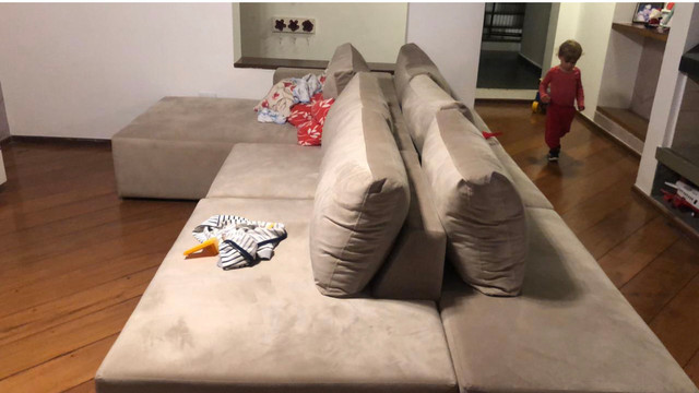 Sofá Ilha com almofadas removíveis 6 meses de uso - Foto 2