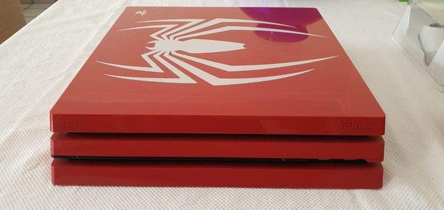Pacote Sony Edição Limitada Marvels Spider-Man PS4 Pro 1 TB, vermelho<br><br> - Foto 3