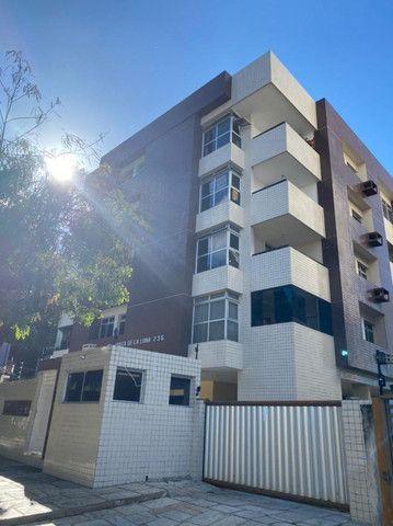 Apartamento no Cabo branco com 3 quartos, sendo 2 suítes + DCE e 2 varandas.