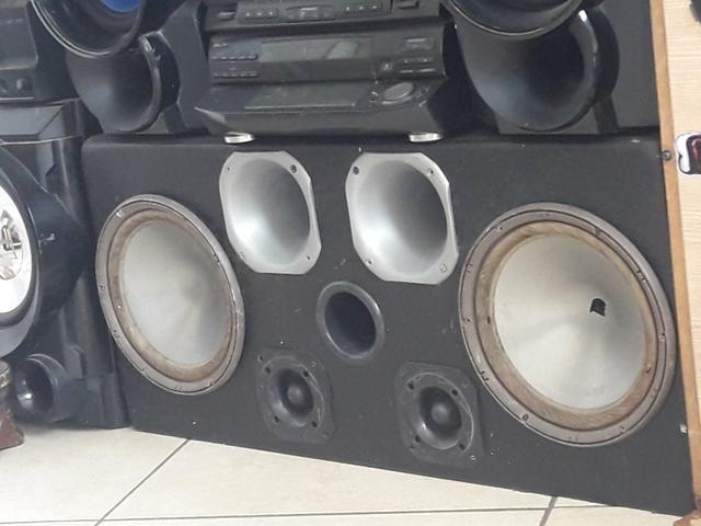 Vendo caixa com alto falante de 10 da bravox 150$ - Foto 2
