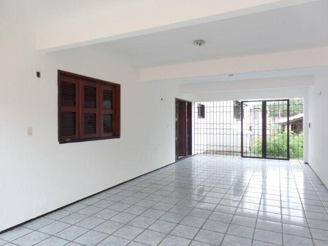 Casa duplex para locação no bairro cidades dos funcionarios, com piscina 4 suites - Foto 4