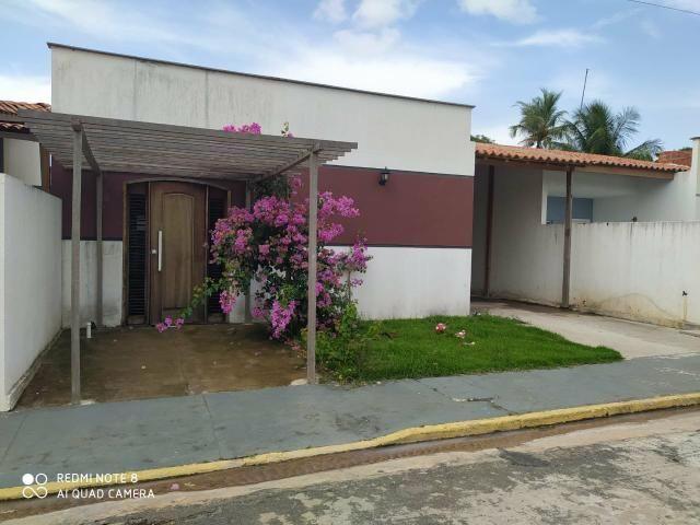 Casa em residencial fechado com area de lazer com Psicina e churrasqueira