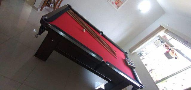 Mesa Charme Semi Oficial Cor Imbuia Tecido Vermelho e Borda Preta Mod. BSAE9194 - Foto 3