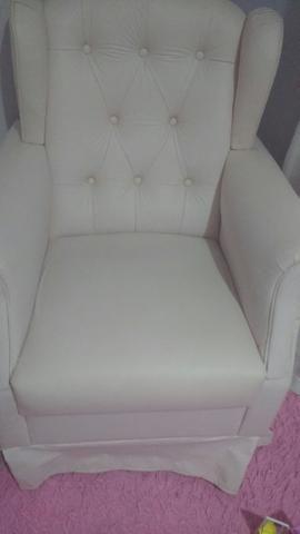 Poltrona amamentação rosa clarinho