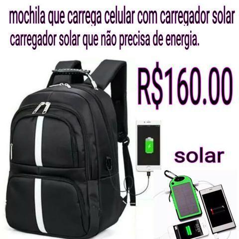 Mochila que carrega celular solar