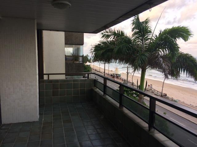 Apartamento na Av. Boa Viagem, 04 quartos, 01 suíte + Closet, 194m² - Beira Mar