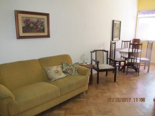 Apartamento 2 quartos, mobiliado, excelente localização quadra da praia de Copacabana