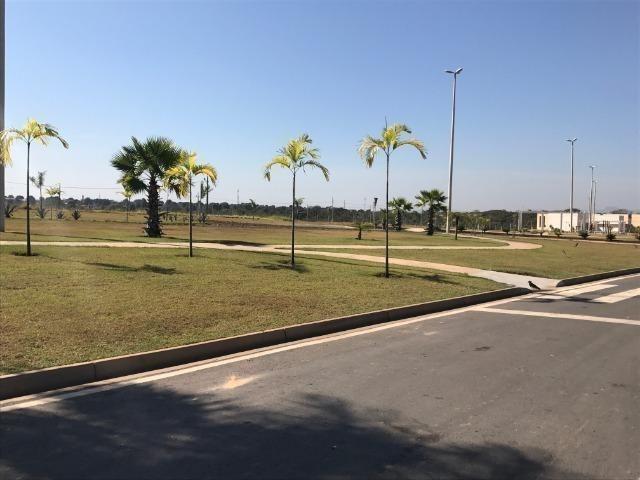 Terreno Florais Itália com 458,79m² Jardim Itália condomínio fechado - Foto 13