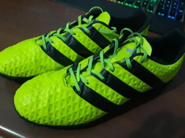 5bef8b17874ea Vendo ou Troco Chuteira Adidas ACE 16.3 Society tam 43 - Esportes e ...