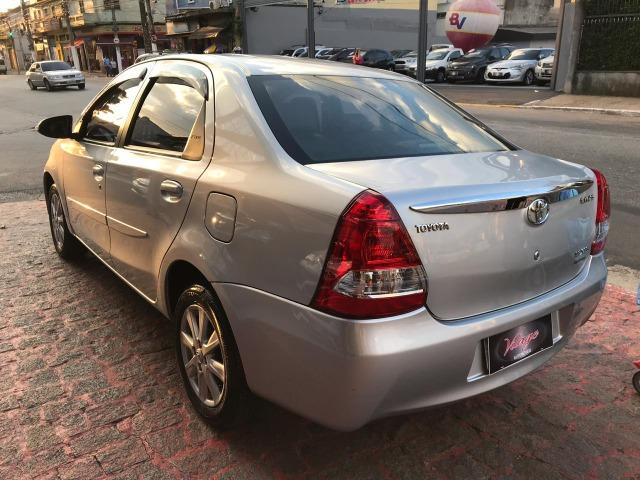 Toyota Etios sedan xls 1.5 automatico 2017 zero de entrada - Foto 11