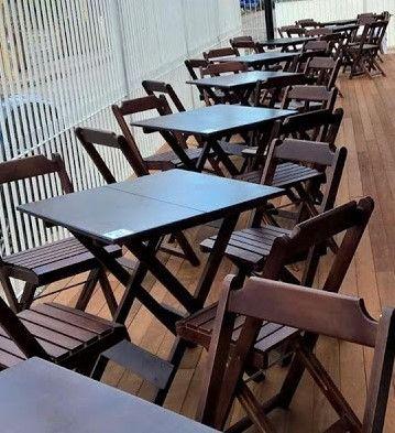 Mesa e cadeiras dobrável - Tampo em madeira maciça - Foto 5