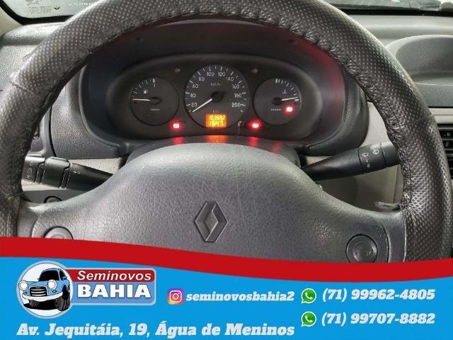 Renault Clio Sedan Authentique 1.0 Manual Gasolina 2004 - Foto 5