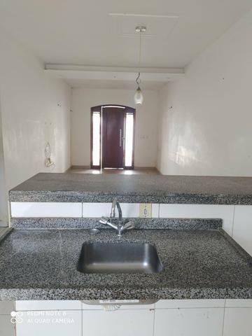 Casa em residencial fechado com area de lazer com Psicina e churrasqueira - Foto 3
