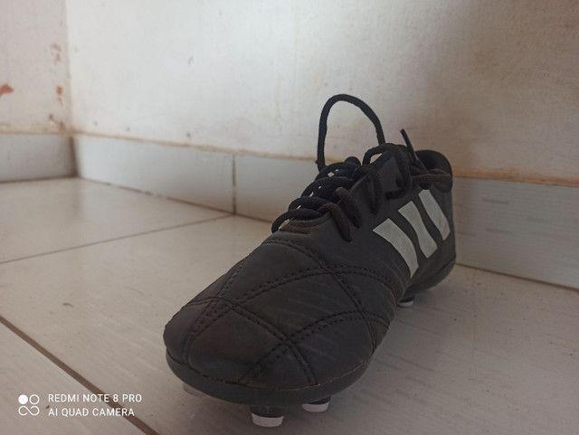 Chuteira Adidas semi-nova - Foto 4