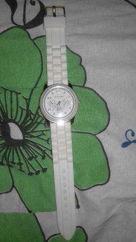 Relógio Branco Novo