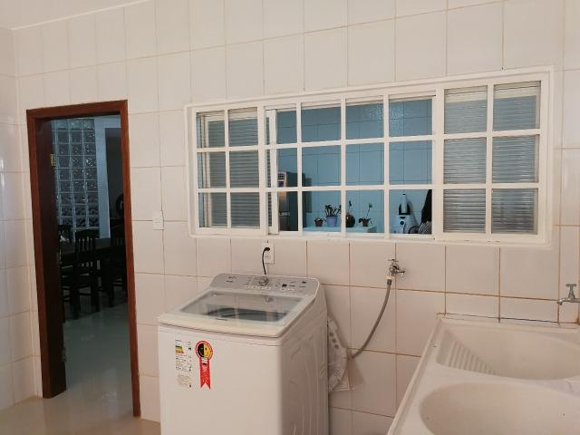 Reformada! 05 quartos, 02 suítes, 01 com closet, piscina, próx EPTG - Foto 16