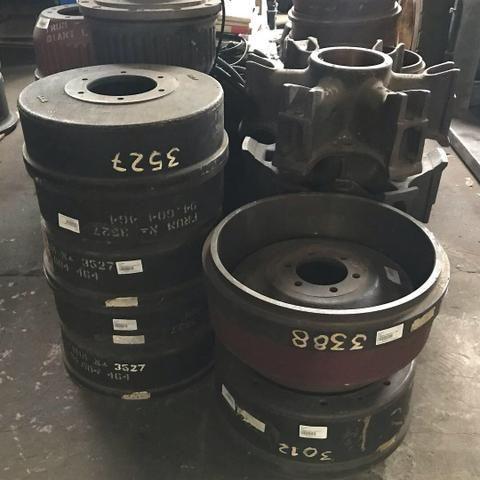 Diversos modelos de cubos e tambores