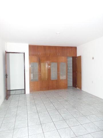 Casa duplex para locação no bairro cidades dos funcionarios, com piscina 4 suites - Foto 16