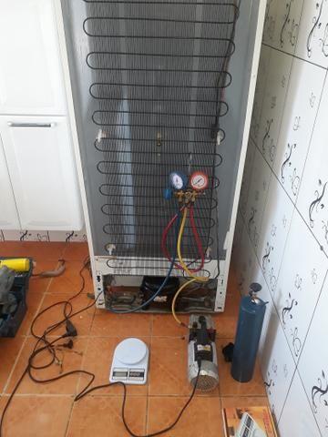 Consertamos geladeira freezer e central, tec. andré