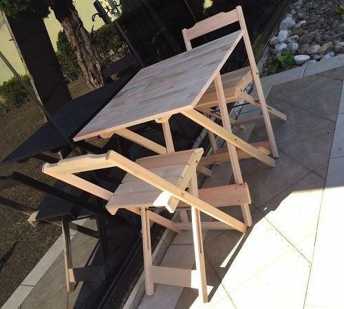 Mesa e cadeiras dobrável - Tampo em madeira maciça - Foto 2