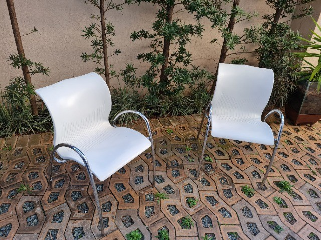 Cadeira polipropileno branca usada - Foto 3