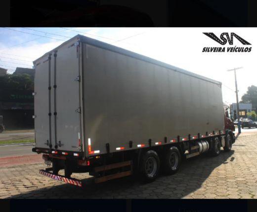 Scania P-310 - Ano: 2015 - 4º Eixo - Baú Sider