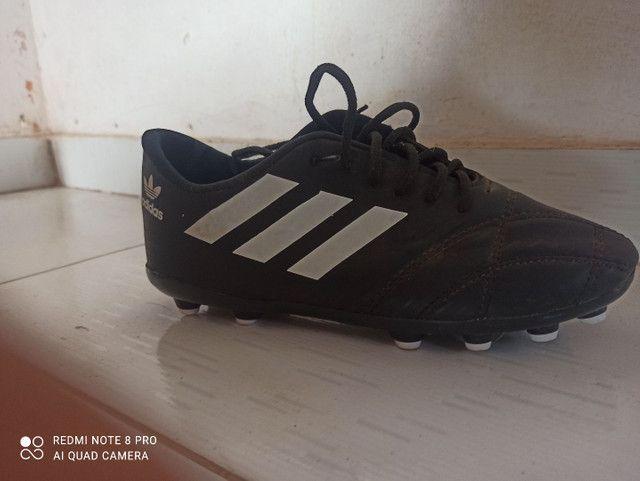 Chuteira Adidas semi-nova - Foto 5