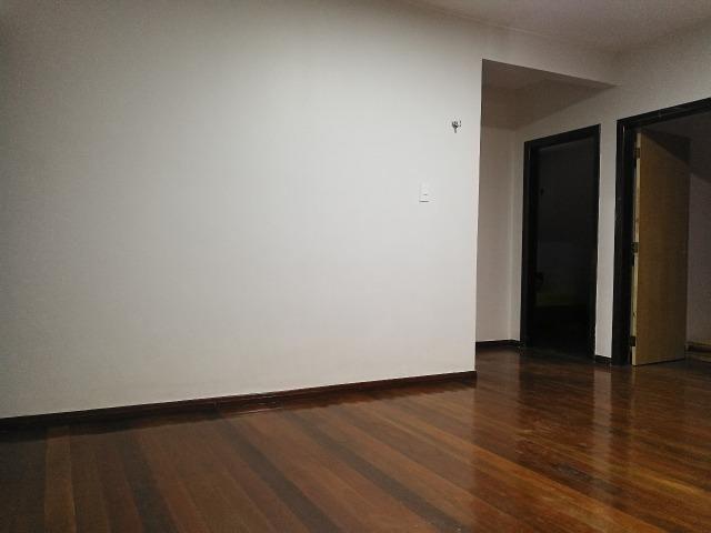 Reformada! 05 quartos, 02 suítes, 01 com closet, piscina, próx EPTG - Foto 12