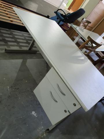 Mesa de escritório com 2 gavetas - Foto 3