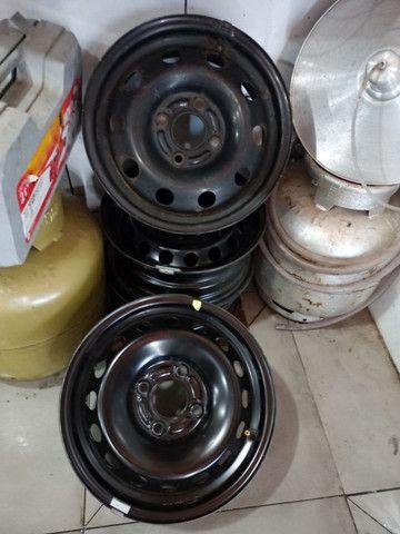 Roda de ferro aro 14 original ford com tres calotas e parafusos