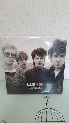 Album U2 18 SINGLES - Lacrado.