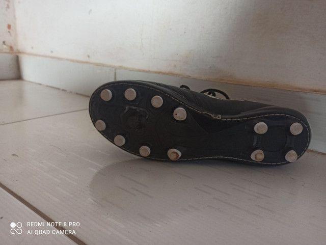 Chuteira Adidas semi-nova - Foto 2
