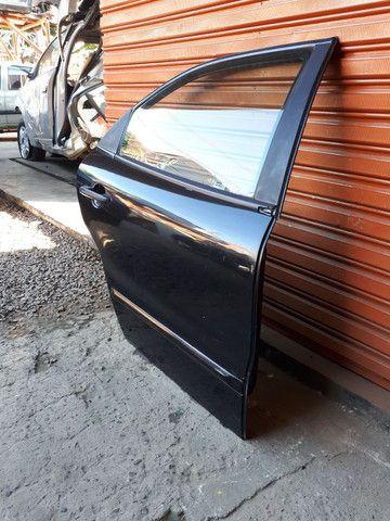 Porta traseira direita fiat brava 99 (SO A LATA) - Foto 2