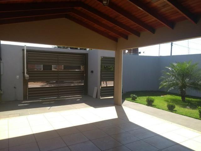 Linda Casa Rica no blindex Vila Nasser com quintal amplo