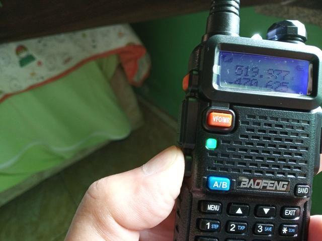 Rádio de comunicação BAOFENG  - Foto 4